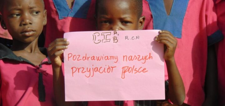dzieci ze szkoły w Afryce